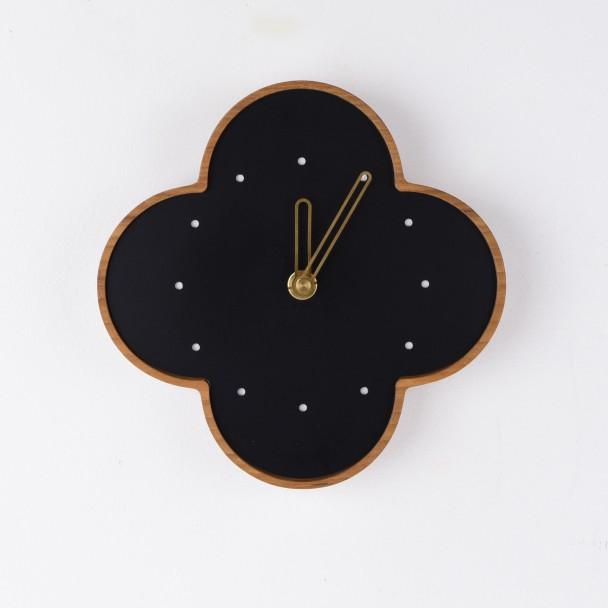wall clock M-b